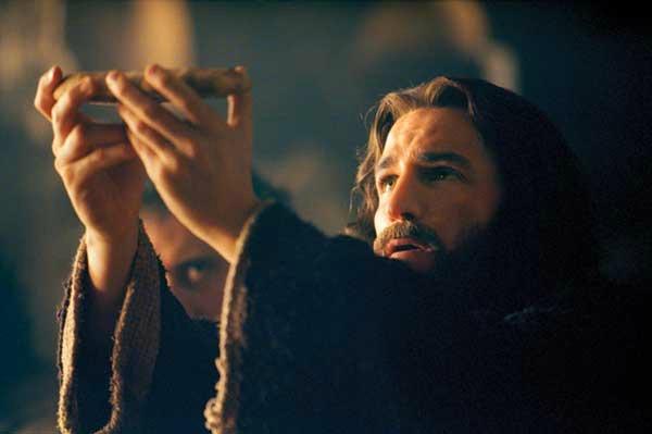 Glumac Dzejms Kavizel u  filmu Stradanje Hristovo Filmska istorija bola: Filmovi o Isusu Hristu