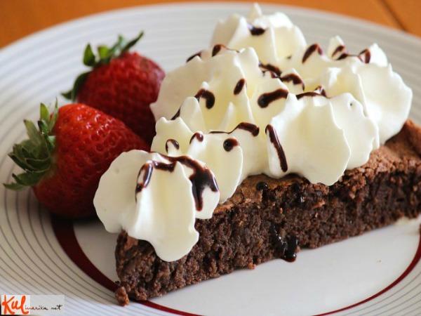 Ukusne poslastice Servirana pita Ukusne poslastice: Čokoladna pita