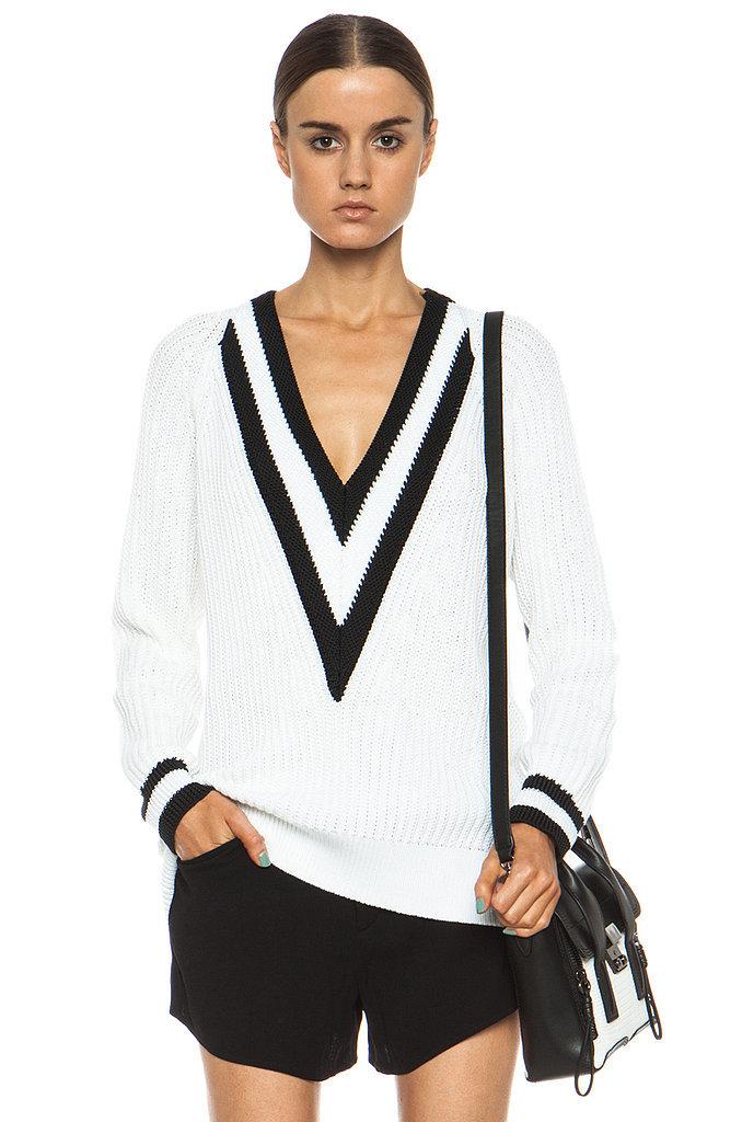 While we love classic vibe black white version 395 Zvezde su odobrile ovaj džemper!