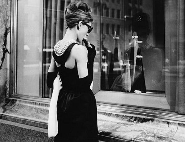 colar pra tras neumarkt 2 Najpoznatija mala crna haljina
