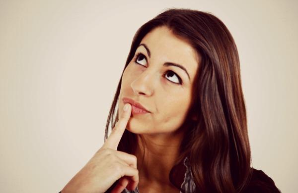 girl pondering 620x403 Organizacija života: Strategije za mrzitelje donošenja odluka