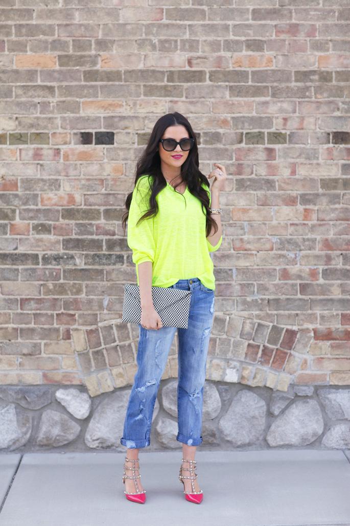 jcrew neon yellow sweater1 Modne blogerke: Najbolji modni stil nedelje