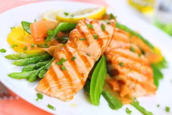 losos s povrcem Lepota ulazi na usta: Hrana protiv starenja