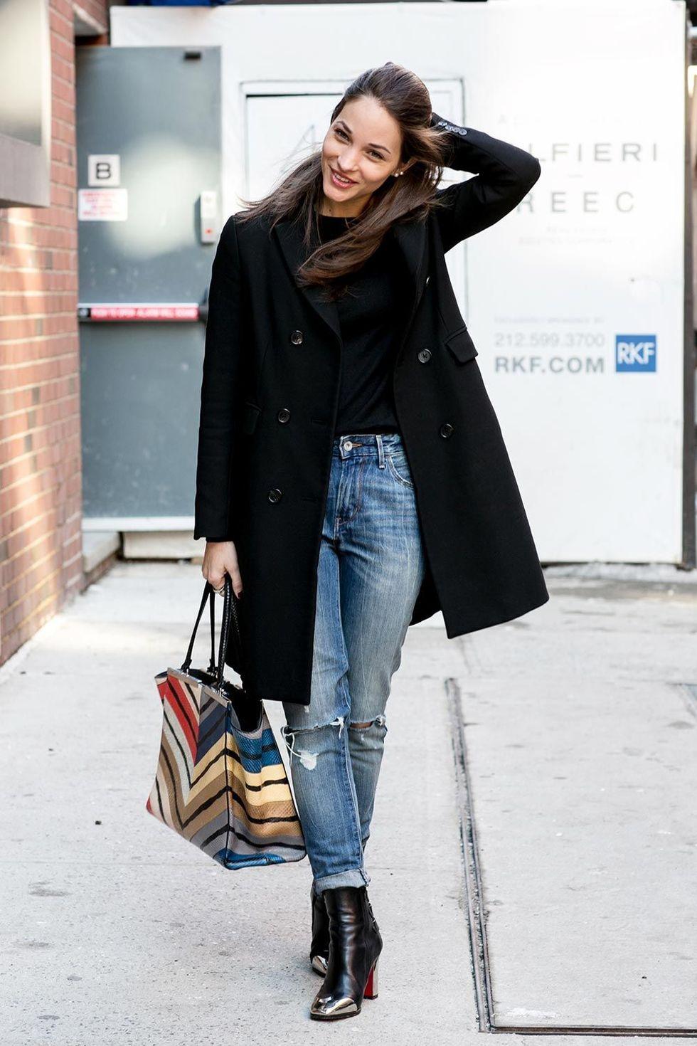 new york fashion week autum winter 2014 street style trends ripped jeans 03 Trend alarm: Pocepaj svoje farmerke