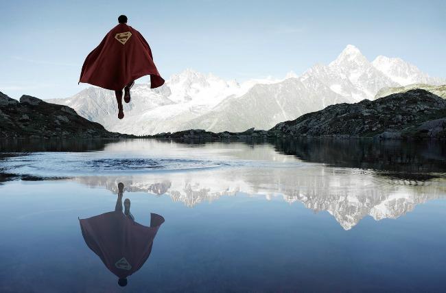1121 Iz druge perspektive: Usamljena strana superheroja