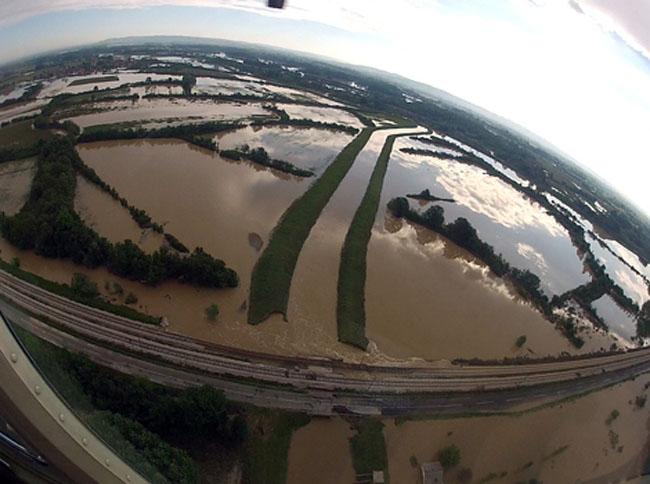 140521018 Poplave u Srbiji: Sitne duše stežu se za guše
