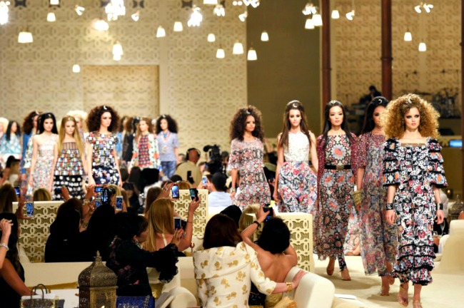 180 Modne vesti: Karl Lagerfeld predstavio kolekciju, a Amal Alamudin prsten!