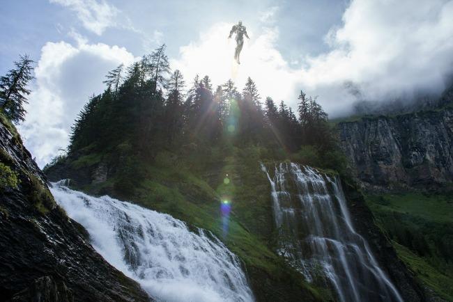 295 Iz druge perspektive: Usamljena strana superheroja