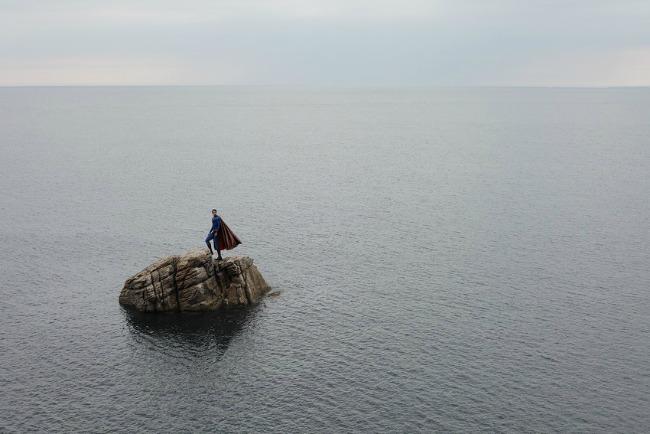 386 Iz druge perspektive: Usamljena strana superheroja
