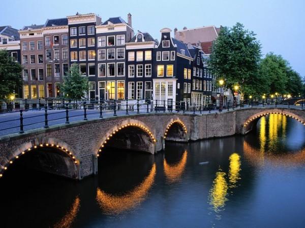 Bridge view Amsterdam Netherlands 600x450 Put oko sveta: I najbolja zemlja za život je...