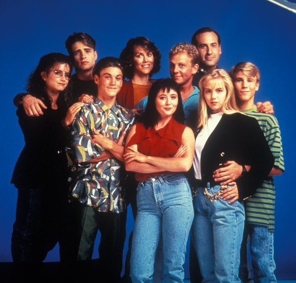 Cast Beverly Hills 90210 Modni Comeback: Kevine farmerke