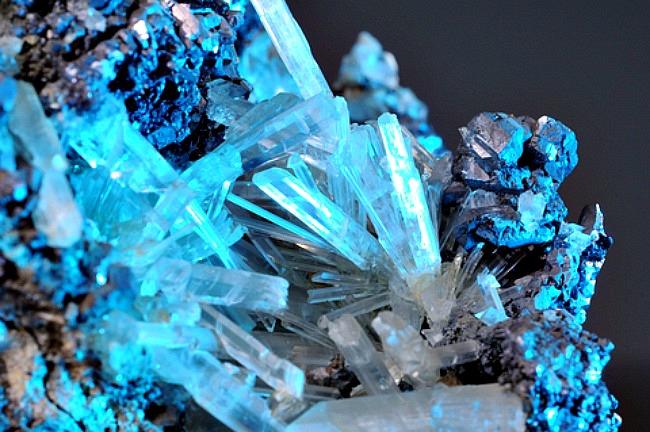 DNIK Kristali Doza nauke i kulture: Njihovo visočanstvo kristali