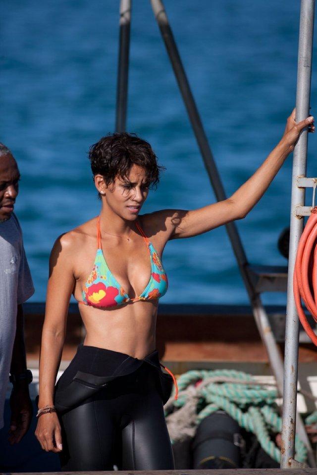 Halle Berry Dark Tide Inspiriši se: Najbolji filmski bikini momenti