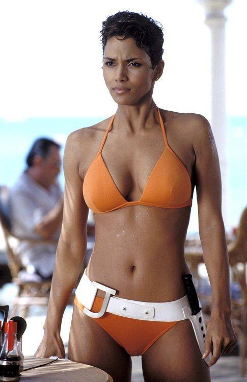 Halle Berry Die Another Day Inspiriši se: Najbolji filmski bikini momenti