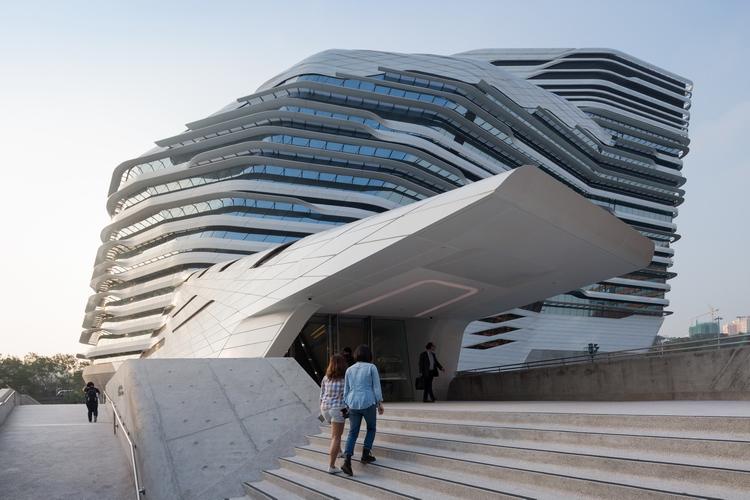 Jockey Club Zaha Hadid 08 Moderna arhitektura: Staklena kula u Hong Kongu