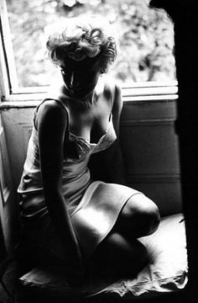 Merilin Monro u satensko svilenoj spavacici Lepota kao imperativ: Donji veš