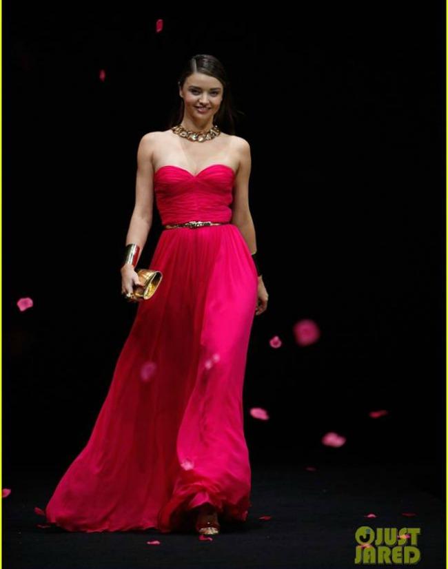 Miranda Kerr Michael Kors Jet Set modnoj reviji Modne vesti: SJP, Miranda Ker i sandale Sophia Webster