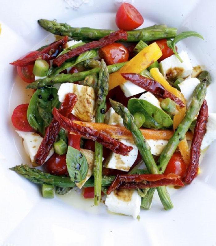Mozzarella Peppers Asparagus Summer Salad Prste da poližeš: Lagane letnje salate