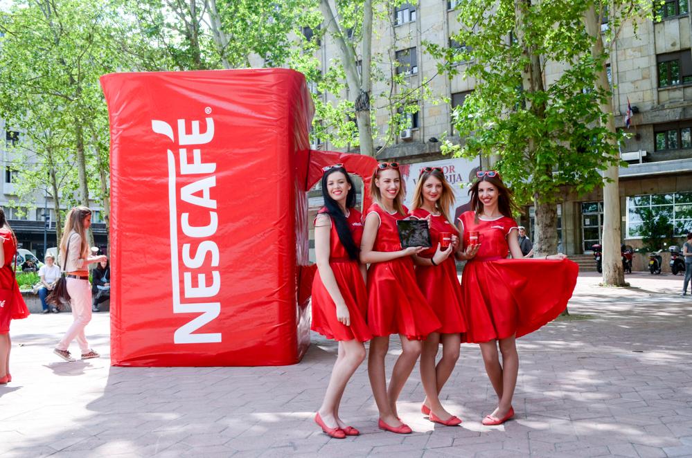 Nescafe NESCAFÉ kafe i crvene šoljice preplavile Trg Nikole Pašića