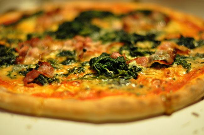 Pizza med gorgonzola spinat og bacon March 2010 Fitnes meni: Ukusna subota