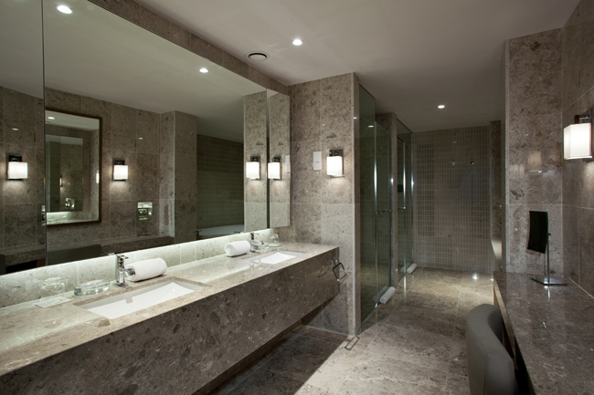 "Presidential suite bathroom Hyatt Regency Beograd i Wannabe Magazine nagrađuju: ""Najlepši pogled iz sobe"""