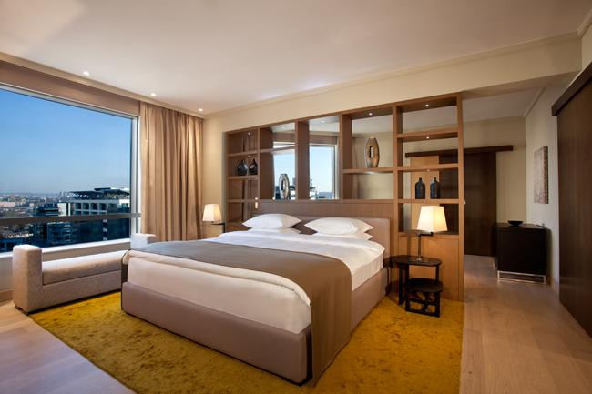 """Presidential suite bedroom Hyatt Regency Beograd i Wannabe Magazine nagrađuju: """"Najlepši pogled iz sobe"""""""