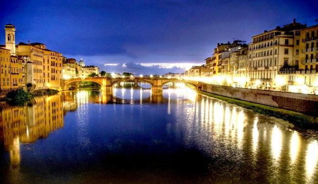 Reka Arno i Ponte Vecchio kojim i dalje kroče duhovi Medičija Moja sledeća destinacija: Zakoračite uz duhove Firence (2. deo)
