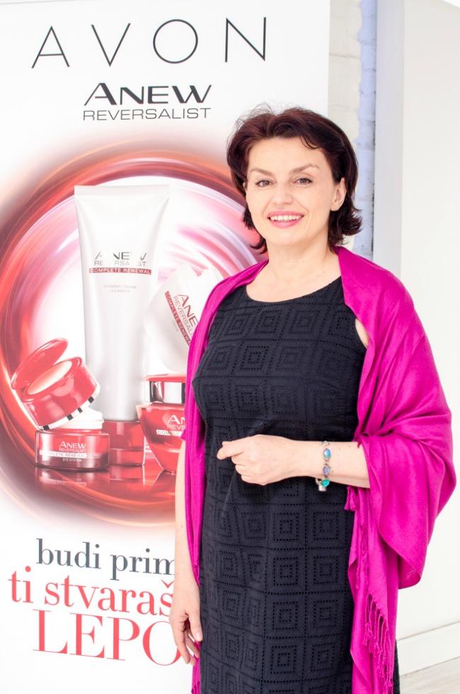 Slika 5 Dr Nina Avakumović dermatovenerolog i Avon savetnik za negu kože Beauty trendovi: Avon Anew Reversalist prkosi vremenu