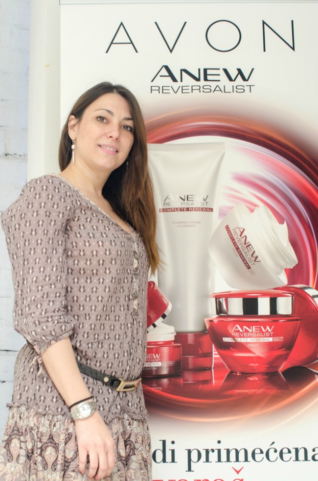 Slika 8 Jasmina Gajić PR specijalista kompanije Avon za Srbiju i Crnu Goru Beauty trendovi: Avon Anew Reversalist prkosi vremenu
