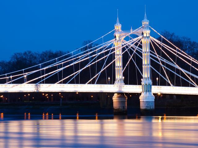 albert bridge battersea park london shutterstock  medium 4x3 Šetnja svetskim prestonicama: London
