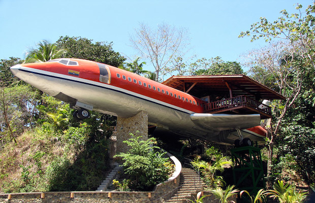 boeing727istransformedintohotelsuiteincostaricandesignboom01 Put oko sveta: Luksuzni apartman avion usred džungle