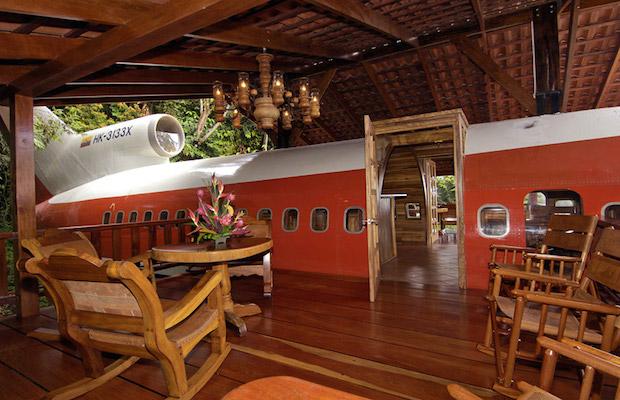 boeing727istransformedintohotelsuiteincostaricandesignboom05 lyyem Put oko sveta: Luksuzni apartman avion usred džungle