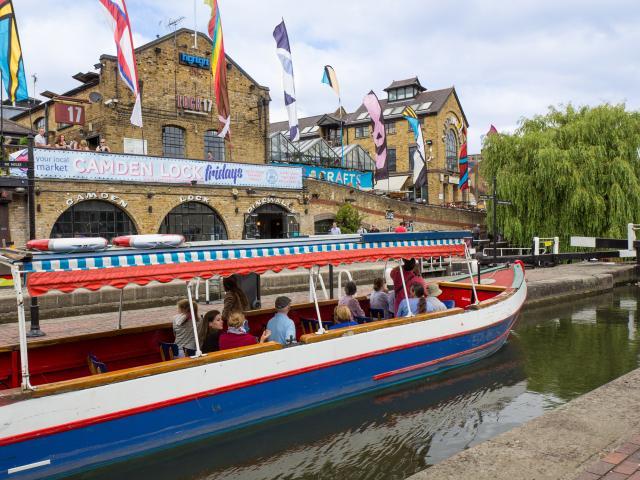 camden lock regents canal london shutterstock  medium 4x3 Šetnja svetskim prestonicama: London