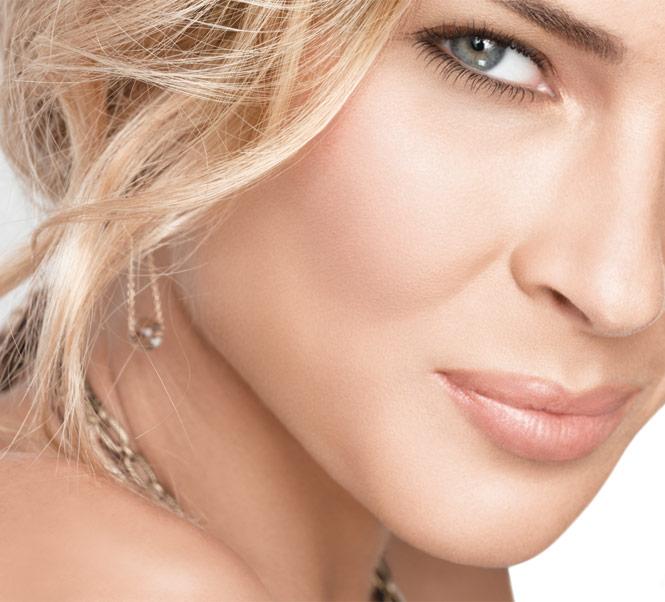 expert tools blush brush model shot 142830 Make up trik: Kako da u isto vreme koristite bronzer i rumenilo