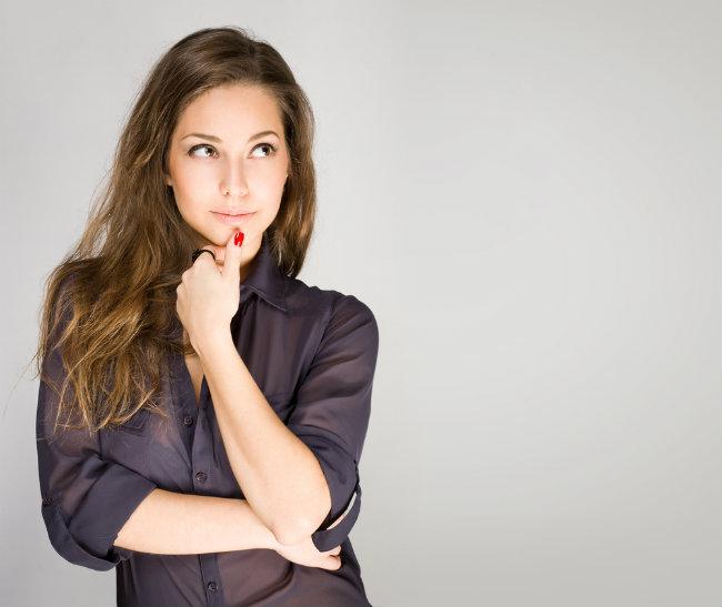 fashionable woman thinking Test: Da li je vaš život osmišljen?