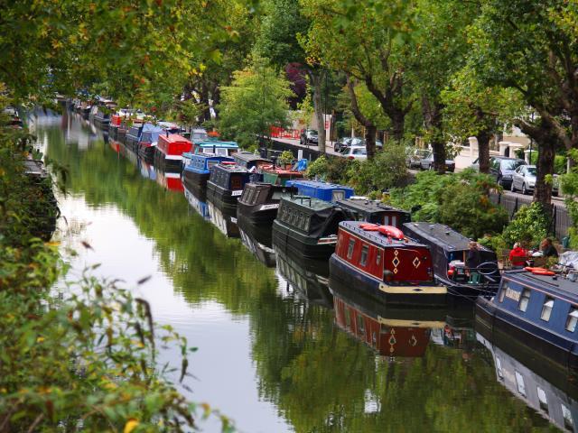 regents canal canalboats london shutterstock  medium 4x3 Šetnja svetskim prestonicama: London