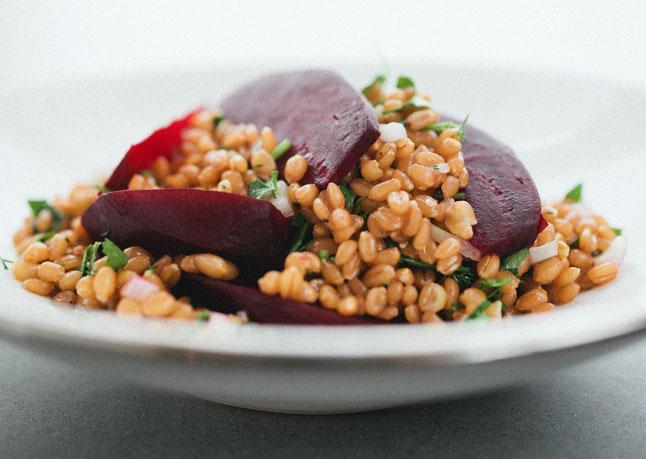 roasted beet and wheat berry salad 646 Vikend meni: Jednostavan i ukusan ručak