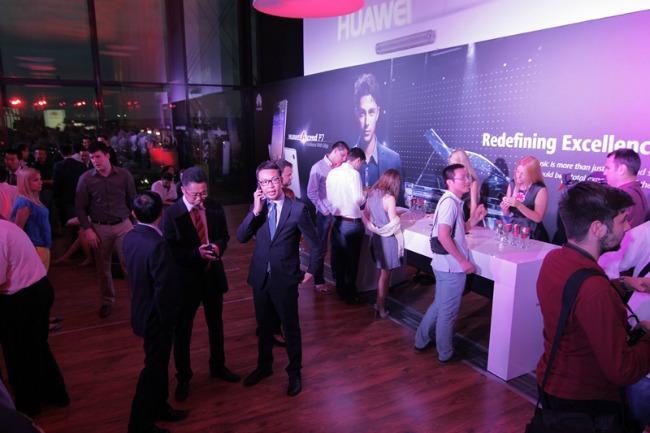 1112 Uz novi Huawei premium smart telefon nezamislivo postaje moguće