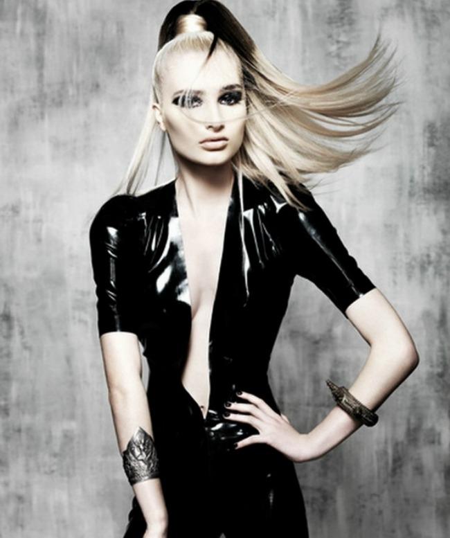 21  Šik friz: Popravi frizuru jednim pokretom ruke
