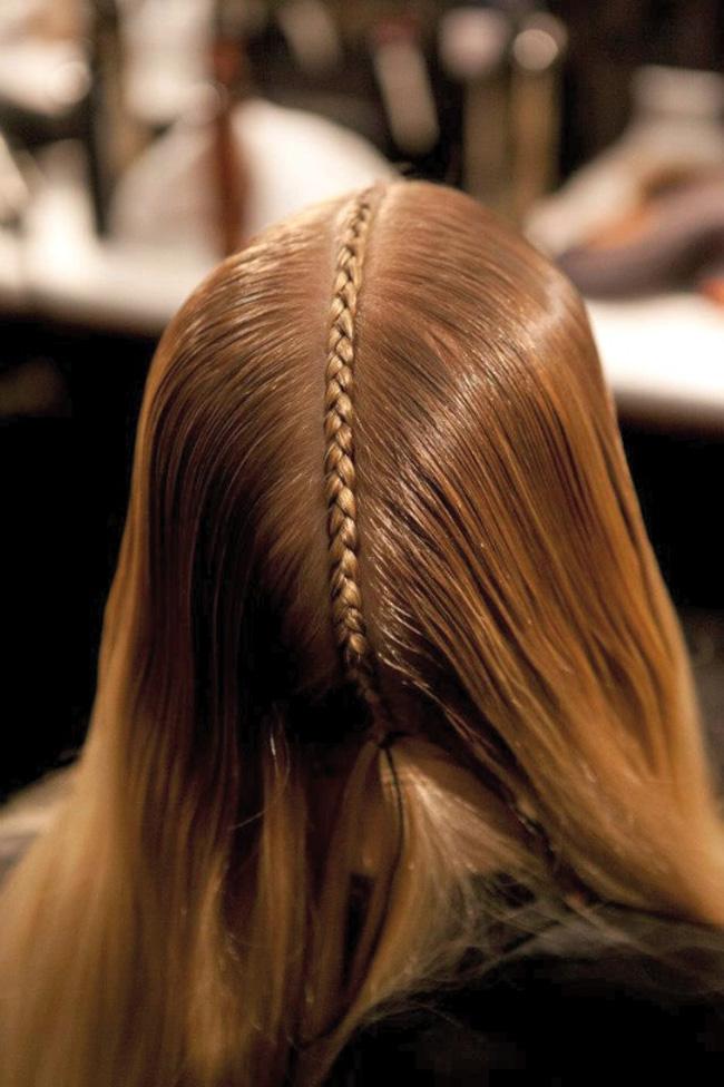 99ebbd2bc1f03e670d052f73a4c51b34 Kako da napravite: Pletenica na vrhu glave