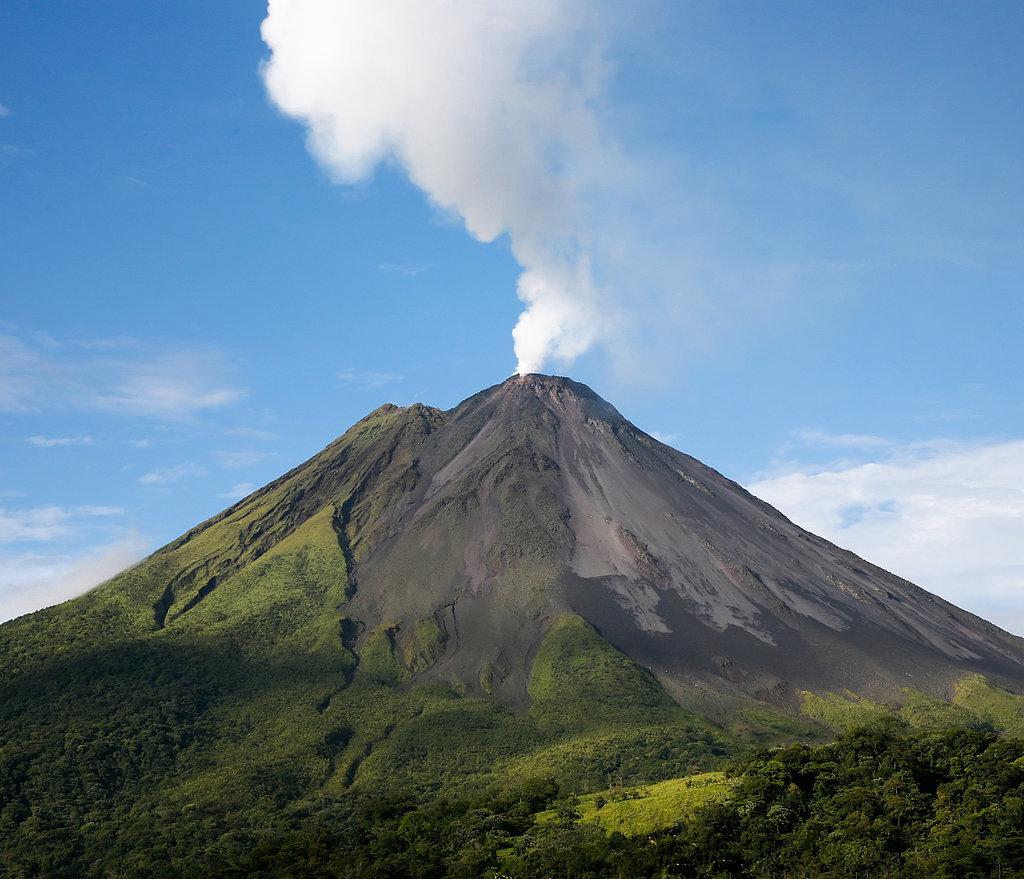 Helicopter Over Volcano Hawaii Put pod noge: Neobična iskustva sa putovanja
