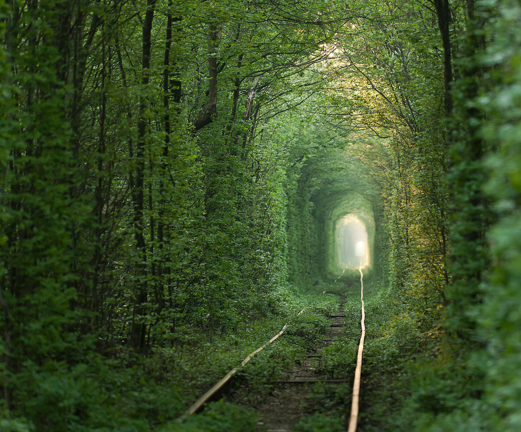 Hold Hands Sweetheart Cross Tunnel Love Ukraine Put pod noge: Neobična iskustva sa putovanja