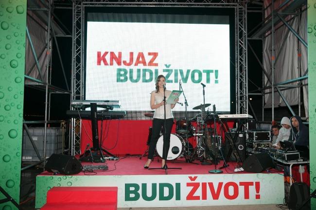 Maja Nikolic vodila je program Zanimljivo: Najveća boca na vodi