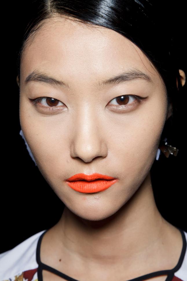 Prabal Gurung asianskin Beauty trend: Narandžasti karmin
