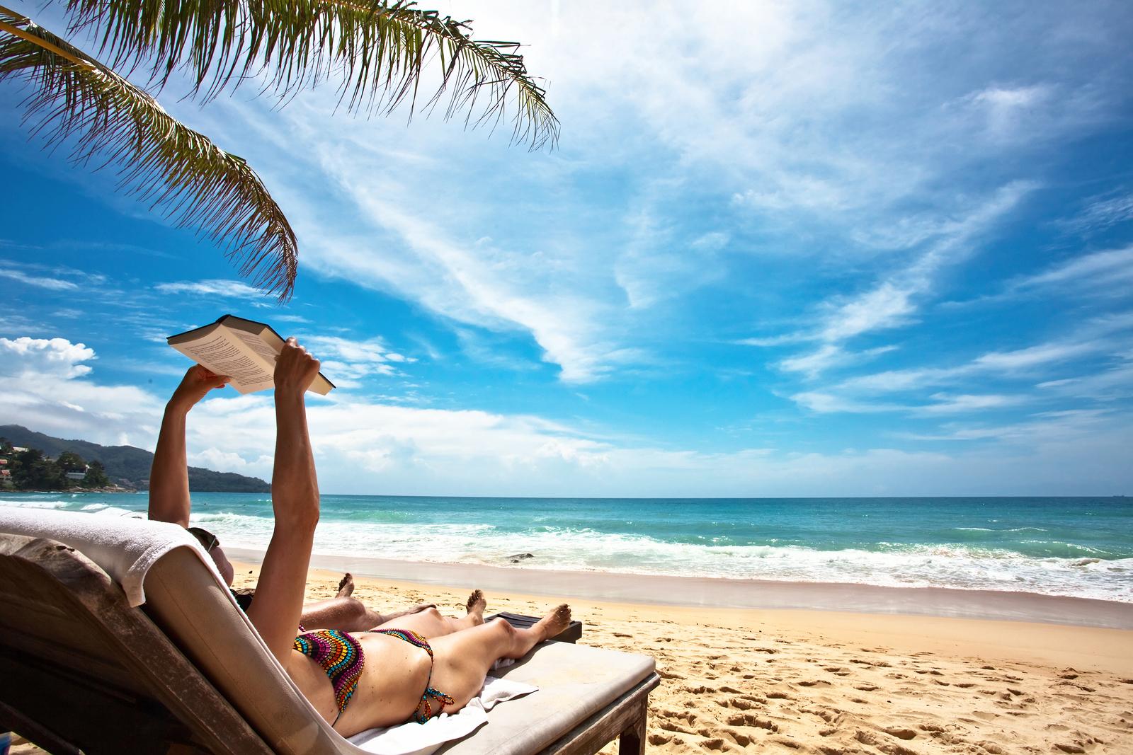 Relaxing and reading on the beach1 Must Read: Kratki romani za vrele letnje dane