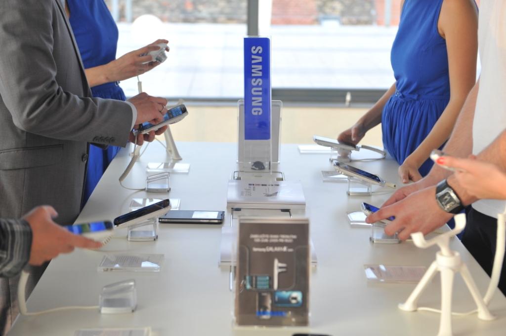 Samsung GALAXY K Zoom Samsung i Vip predstavili Galaxy K Zoom: Smart telefon sa optičkim zumom
