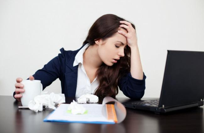 bolesna devojka za kompjuterom 1387461447 223681 Borba protiv stresa: Drogiranje lekovima