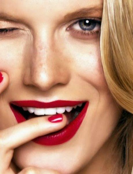 Kada šminka ne sarađuje: Karmin na zubima i ostale neprijatnosti