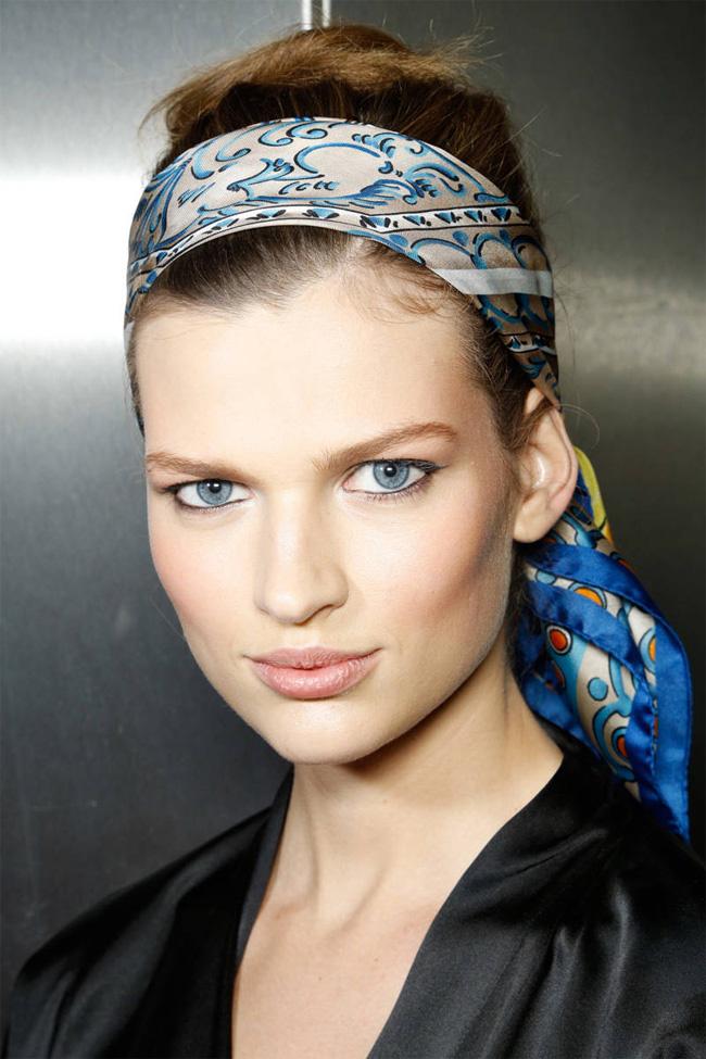 02 marama oko glave Beauty trik: Kako da sklonite kosu sa lica tokom letnjih dana