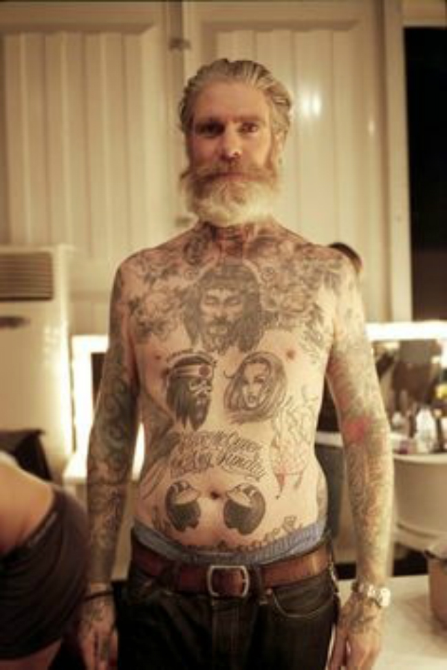 03 rpVcCEu 284x Otkačen svet: Bake i deke sa tetovažama
